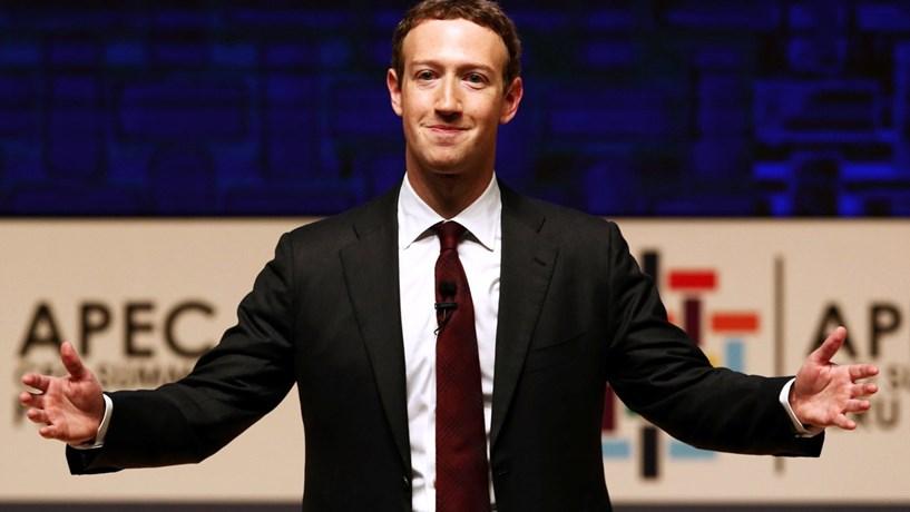 """Com o Facebook """"à defesa"""", os media """"podem contra-atacar"""""""