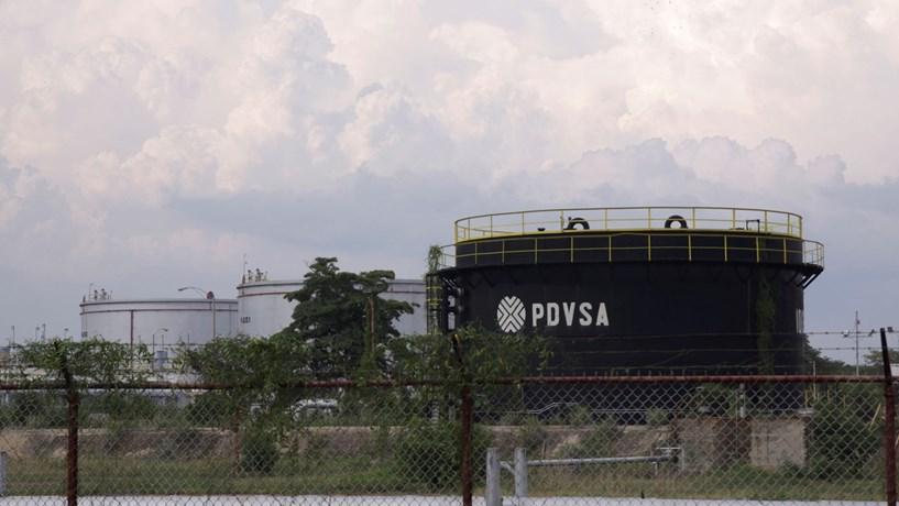 Petrolífera dos EUA acusa venezuelana de fraude ao transferir refinaria para empresa russa