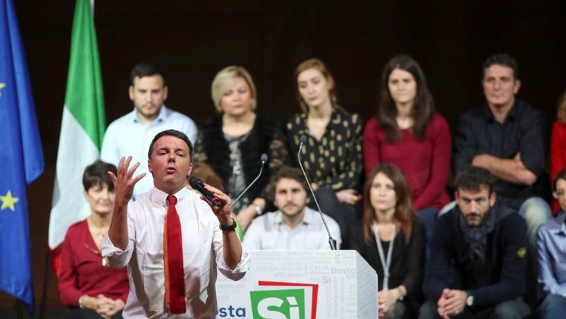 """Renzi tem sentido dificuldades para convencer o eleitorado a votar """"sim""""."""