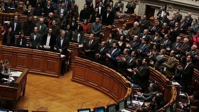 Partidos mantêm isenção no IMI, imposto-bala chumbado