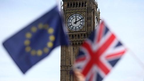 Para ser residente permanente do Reino Unido é preciso um formulário de 85 páginas