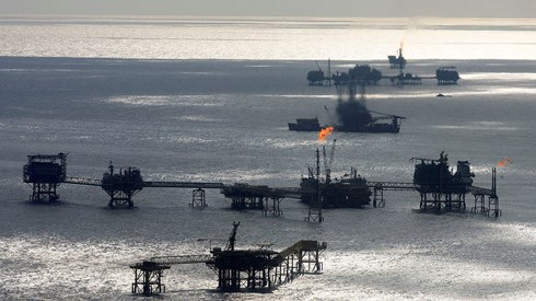 Petróleo na maior série de ganhos em dois meses com queda da produção dos EUA