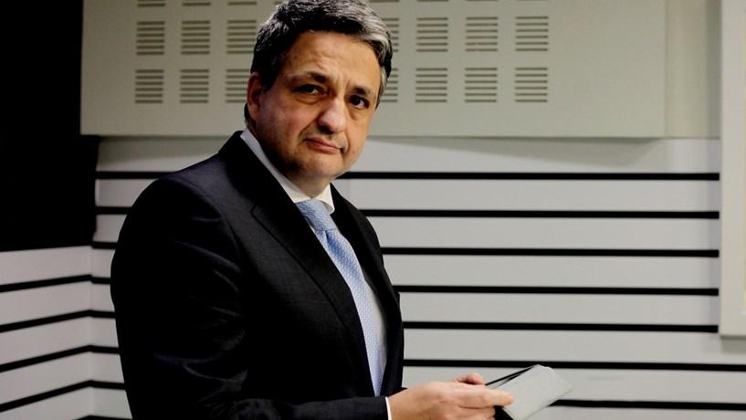 Caixa: PS ignora polémica do salário de Macedo