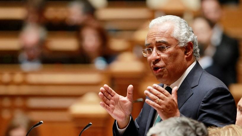 António Costa abre a porta à vinculação de mais professores