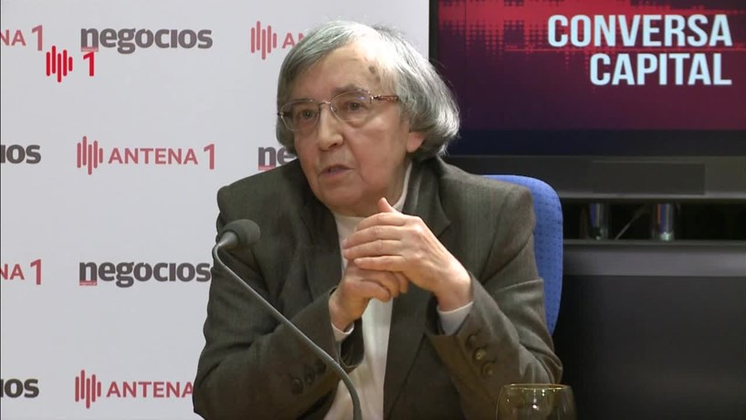 """Teodora Cardoso: """"Estamos longe de poder cantar vitória sobre o crescimento"""""""