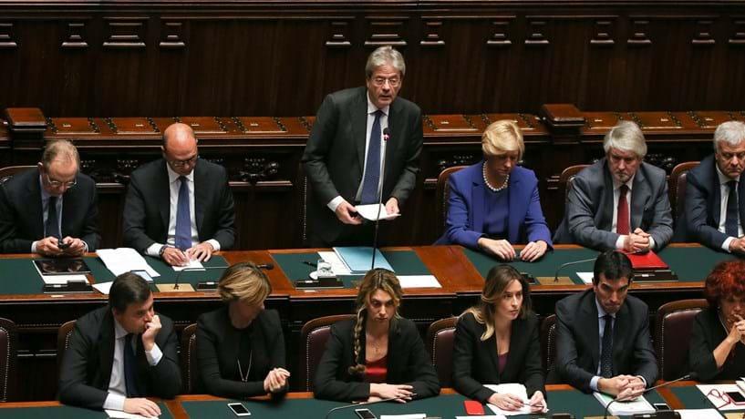 """Gentiloni pede apoio para o seu Governo que """"durará enquanto tiver confiança"""""""