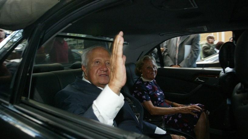 """A morte do """"pai da democracia"""" portuguesa na imprensa mundial"""