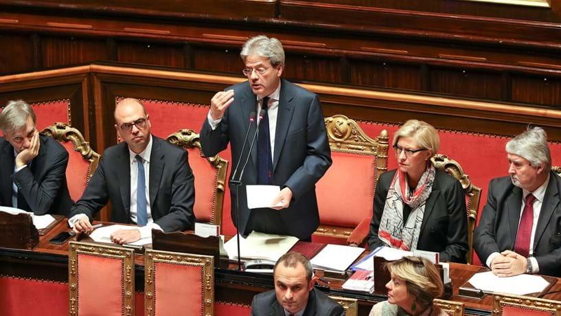 """Governo Gentiloni conquista confiança """"um pouco particular"""" do Senado"""