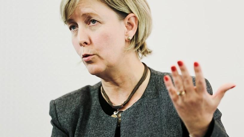 """""""Governo não está de todo a resolver os problemas da banca"""", diz Maria Luís"""
