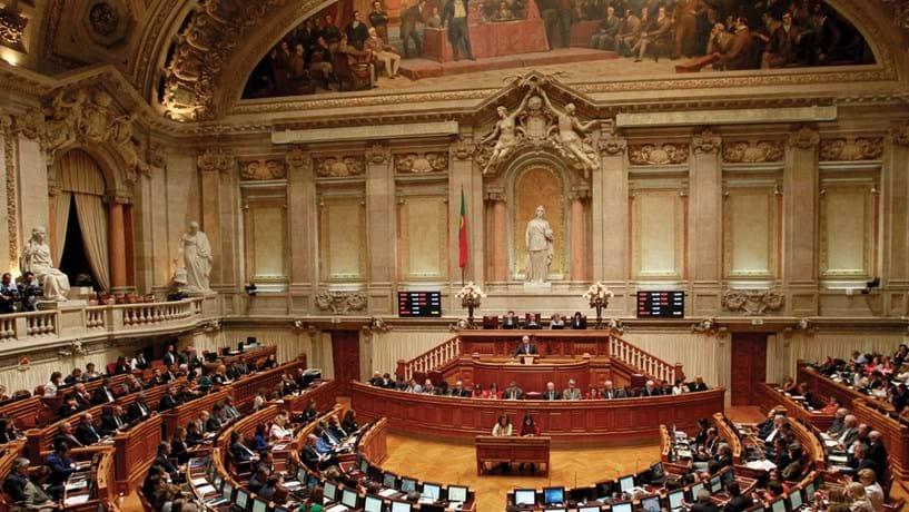 PSD e BE querem agilizar e alargar atribuição da nacionalidade portuguesa
