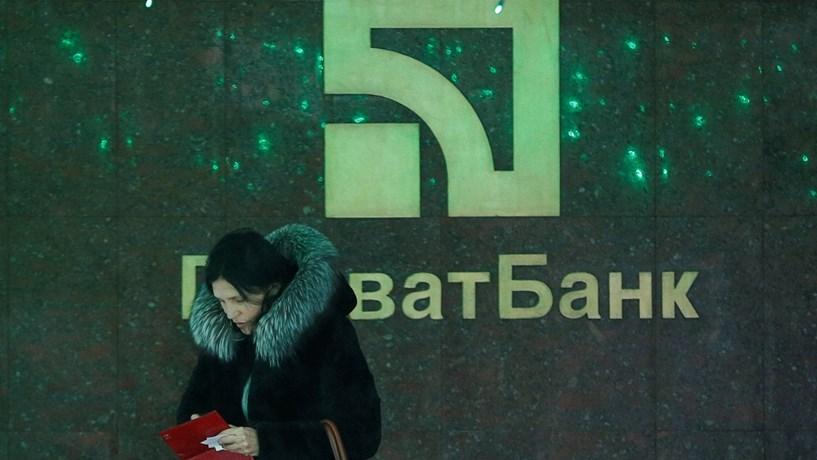Presidente ucraniano sossega depositantes de banco nacionalizado