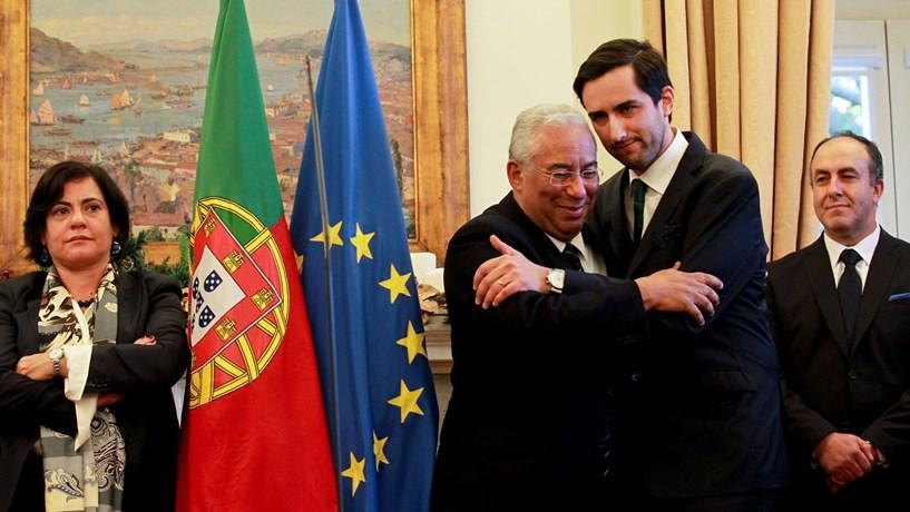 Costa apresenta solução para lesados do BES mas recusa-se a responder a perguntas