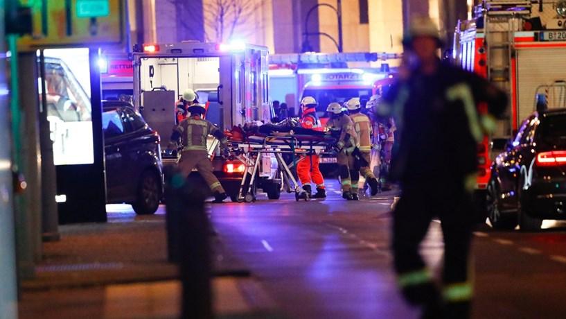 """Polícia alemã investiga ataque com camião como """"provável atentado terrorista"""""""