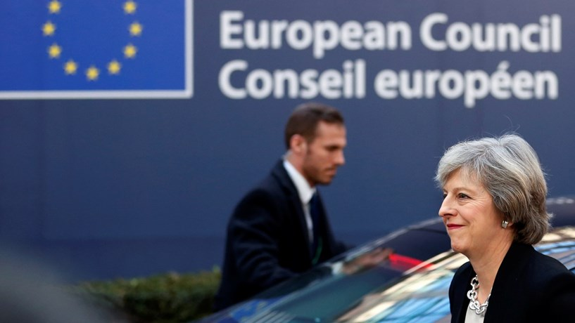 """May quer divórcio total da UE e negociar """"parceria estratégica"""""""