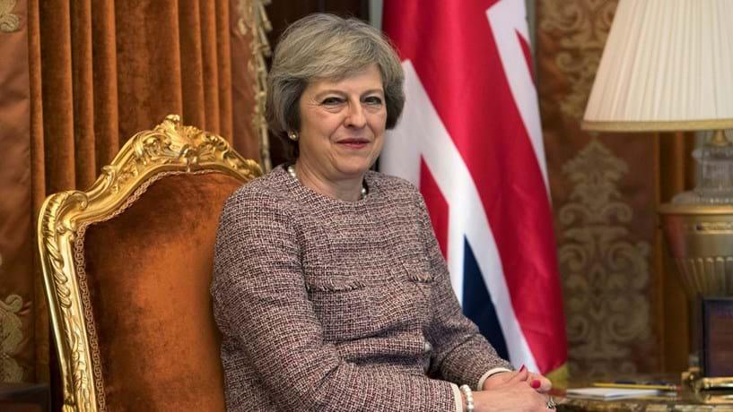 """May contraria Trump e quer negociar com EUA colocando Reino Unido """"primeiro"""""""