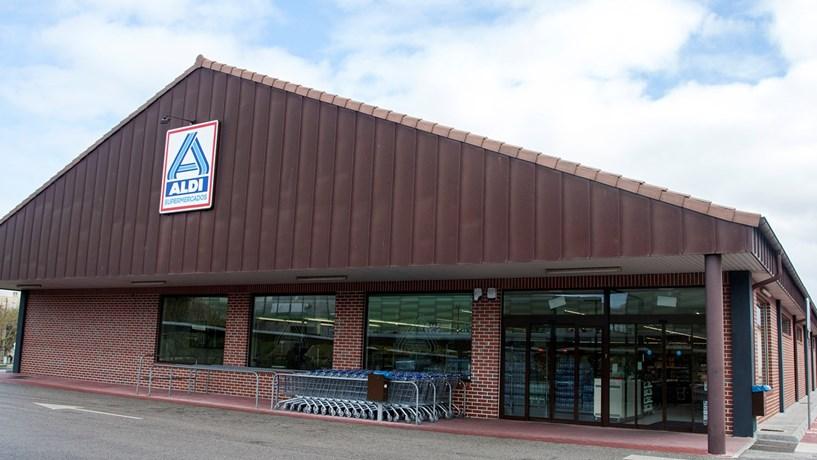 Supermercados Aldi vão subir salários no Reino Unido