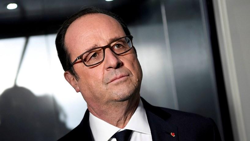 """Hollande diz que a campanha eleitoral em França """"cheira mal"""""""