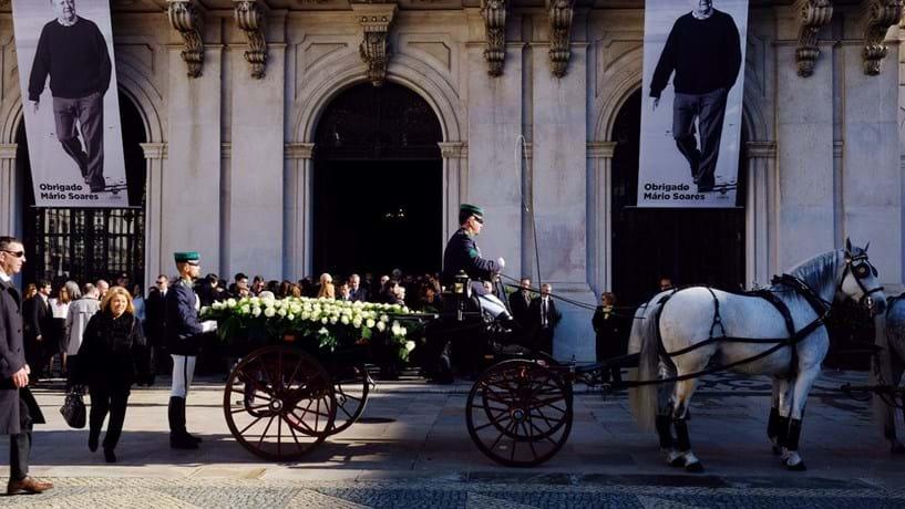 Governo decreta luto nacional colocando Portugal como devedor de Soares