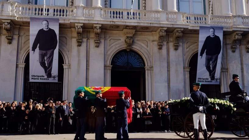 Lisboa despede-se de Soares