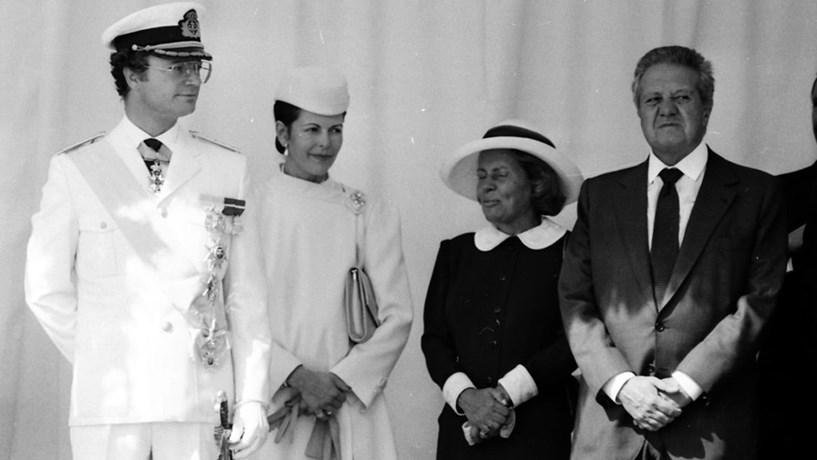 O Rei e a Rainha consorte da Suécia, com o então Presidente da República, Mário Soares, e a primeira-dama, Maria de Jesus Barroso. Em 1986.