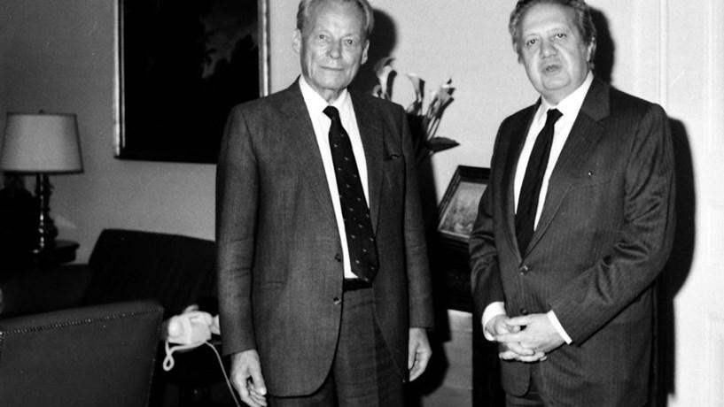 O chanceler alemão Willy Brandt e o então primeiro-ministro português. Em 1965.