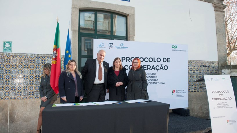 """Operadores fluviais """"batem-se"""" pela electrificação da linha férrea do Douro"""