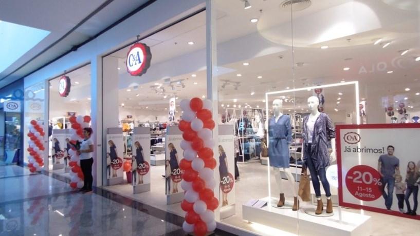 C&A encerra quatro lojas em Portugal (correção)