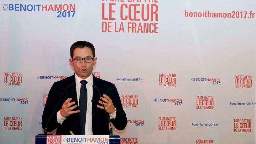 Benoît Hamon ganha primeira volta das primárias do PS — França