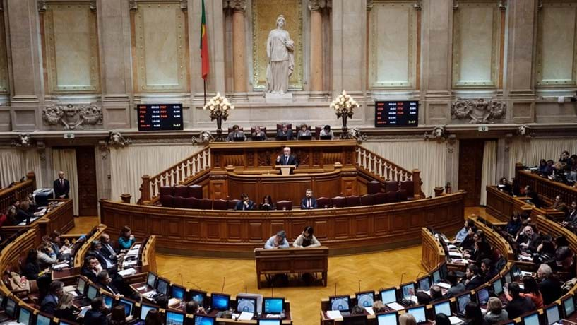 Parlamento chumba projectos do BE e PCP sobre nacionalização do Novo Banco