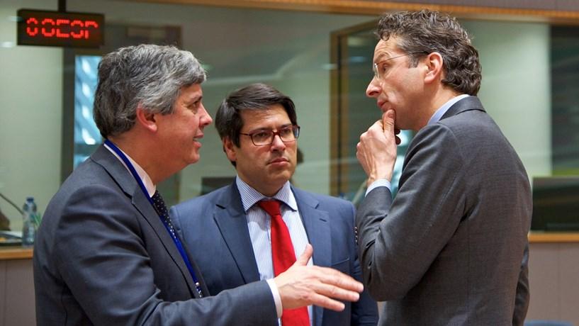 Centeno recolhe elogios e avisos em Bruxelas
