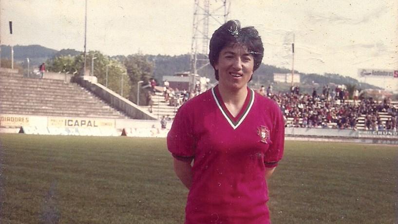 A 10 de Outubro de 1982, a Selecção feminina portuguesa de futebol disputava na Suíça o seu primeiro jogo oficial, de apuramento para o campeonato da Europa. Adelaide Almeida vestia a camisola número 8.