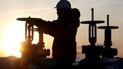 Petróleo sobe 3% após queda dos inventários pela quinta semana