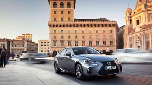 Lexus IS 300h: Experiência híbrida reforçada