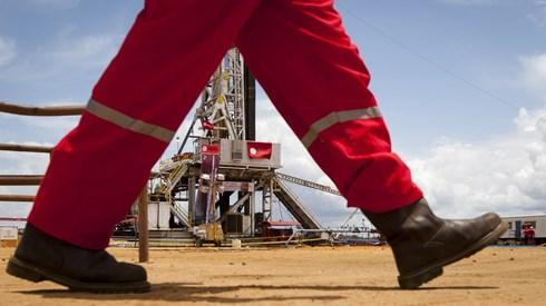 Petróleo sobe 3% para máximos de três semanas