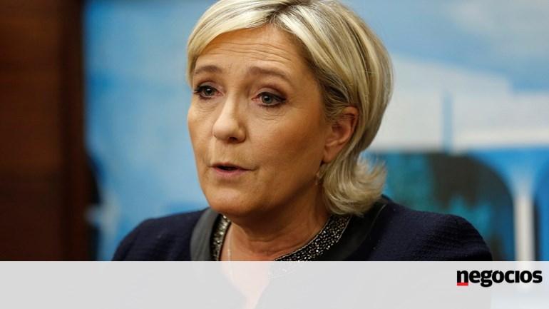 Putin se reúne con candidata Marine Le Pen