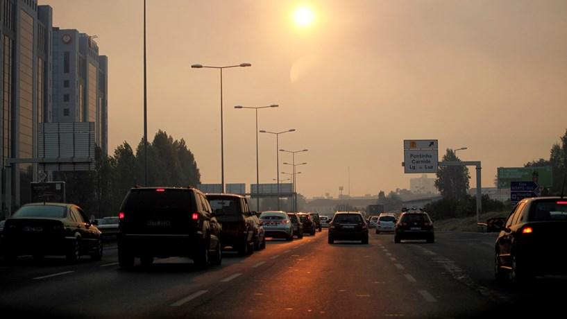 Carros eléctricos novos ainda sem direito a cheque
