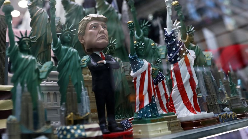 """""""Já não estou sob investigação"""", disse Trump aos russos após demitir director do FBI"""