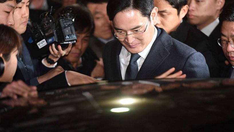 Herdeiro da Samsung preso devido a acusação de suborno