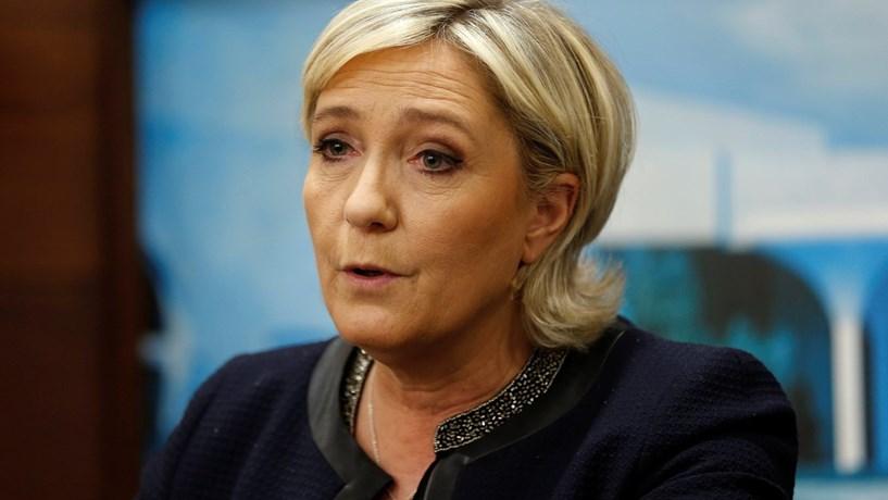 """Le Pen quer bancos a comprar obrigações francesas para controlar efeitos do """"Frexit"""""""