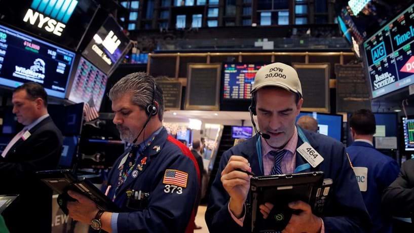 Wall Street começa dia em alta com subida do petróleo e à espera da Fed