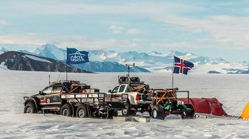 Ir ao Polo Sul de carro é uma viagem rara e maravilhosa