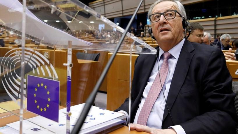 Juncker diz que chegou a hora de fazer mais pela defesa comum europeia