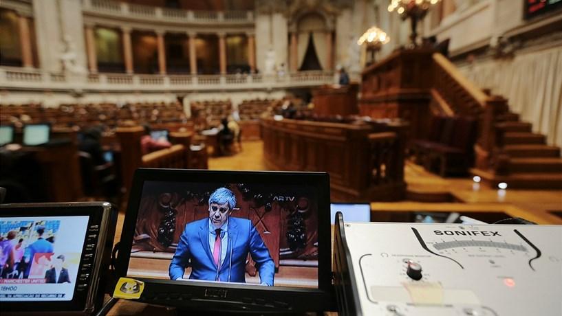 Direita ataca Vítor Constâncio, esquerda atira-se a Carlos Costa
