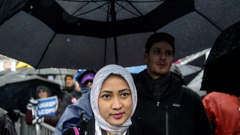 Tribunal Europeu: Empresas podem proibir véu islâmico