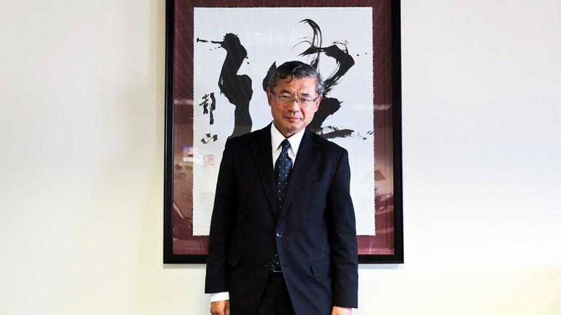 Hiroshi Azuma é o embaixador do Japão em Portugal desde 2013. Nasceu em Osaka em 1952.