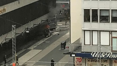 Camião provoca mortos e feridos no centro de Estocolmo