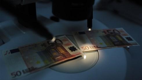 Deputados ignoram BCE e limitam dinheiro vivo a 3.000 euros
