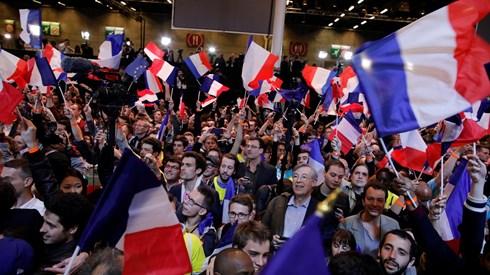 Mercados festejam vitória de Macron: Bolsas e euro disparam e juros afundam