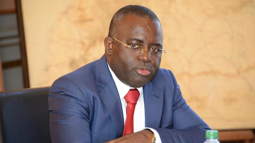 """Governador do Banco Nacional de Angola pede """"investigação sobre os crimes financeiros"""""""