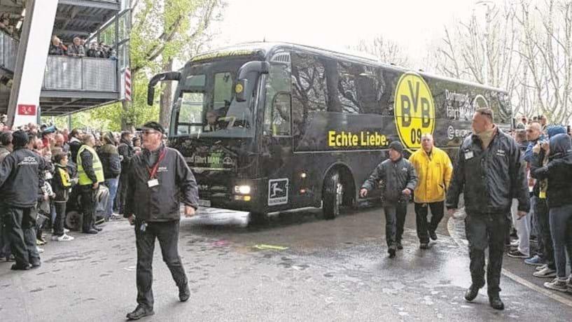 Explosão atinge ônibus do Dortmund, deixa um ferido e jogo é adiado